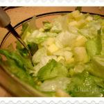 Rezept: Eisbergsalat mit Apfel