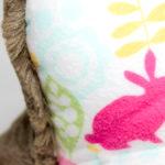 Leseknochen mit kuscheligen Häschen