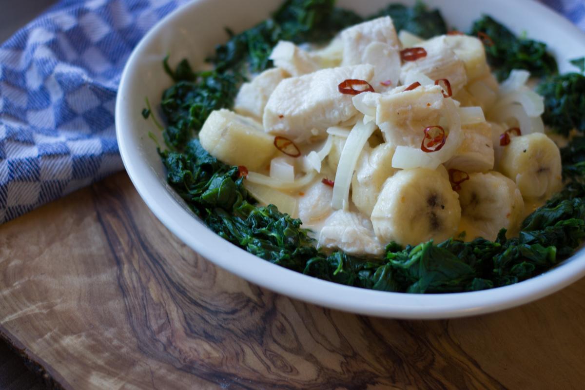 Paleo-Rezept: Fisch-Bananen-Curry an Spinat