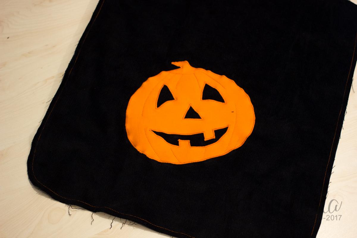 Ein Kürbisbeutel zu Halloween